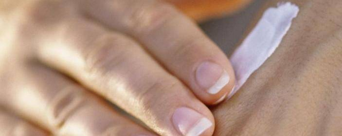 Banner Image for Give Your Skin a Chance: Tips to Alleviate Dry, Chapped Hands and Feet
